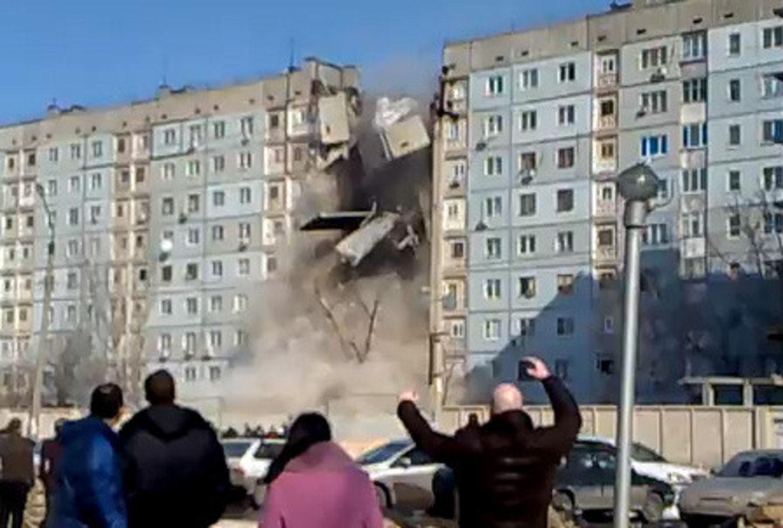 В сети появилось видео обрушения дома в астрахани - новости .